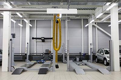 clean auto shop lifts